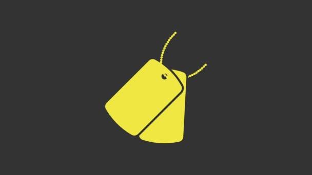 Sárga katonai kutya címkék ikon elszigetelt szürke háttér. Azonosító címkék ikon. Katonai jel. 4K Videó mozgás grafikus animáció