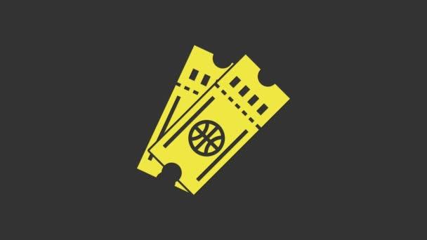 Sárga Kosárlabda játék jegy ikon elszigetelt szürke háttér. 4K Videó mozgás grafikus animáció
