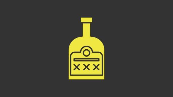 Sárga Alkohol ital Rum palack ikon elszigetelt szürke alapon. 4K Videó mozgás grafikus animáció