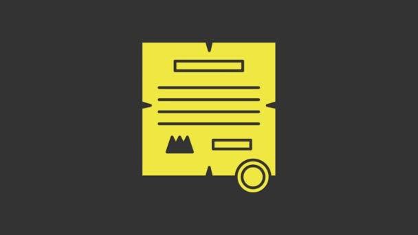 Sárga rendelet, papír, pergamen, tekercs ikon ikon elszigetelt szürke alapon. 4K Videó mozgás grafikus animáció