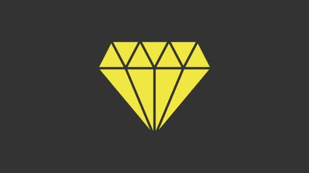 Ikona žlutého diamantu izolovaná na šedém pozadí. Symbol šperků. Drahokam. Grafická animace pohybu videa 4K