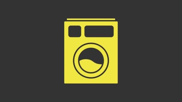 Žlutá ikona podložky izolovaná na šedém pozadí. Ikona pračky. Pračky na prádlo. Symbol domácího spotřebiče. Grafická animace pohybu videa 4K
