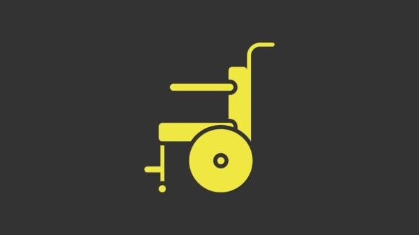 Gelber Rollstuhl für Behinderte, isoliert auf grauem Hintergrund. 4K Video Motion Grafik Animation