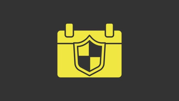 Gelber Kalender mit Schildsymbol auf grauem Hintergrund. Versicherungskonzept. Wachschild. Sicherheit, Sicherheit, Schutz, Privatsphäre. 4K Video Motion Grafik Animation