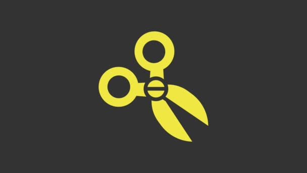 Sárga olló ikon elszigetelt szürke háttér. Vágószerszám jel. 4K Videó mozgás grafikus animáció