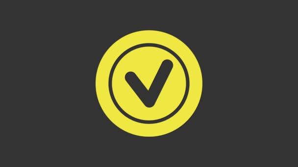 Žlutá Kontrolní značka v kruhové ikoně izolované na šedém pozadí. Zkontrolovat znak na seznamu. Grafická animace pohybu videa 4K