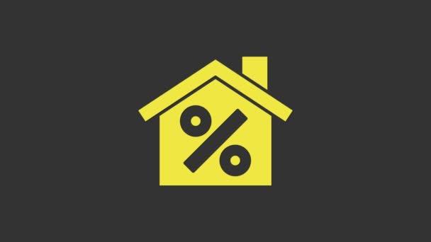 Gelbes Haus mit Percant Rabattmarke Symbol isoliert auf grauem Hintergrund. Immobilien zu Hause. Kreditanteil-Symbol. 4K Video Motion Grafik Animation