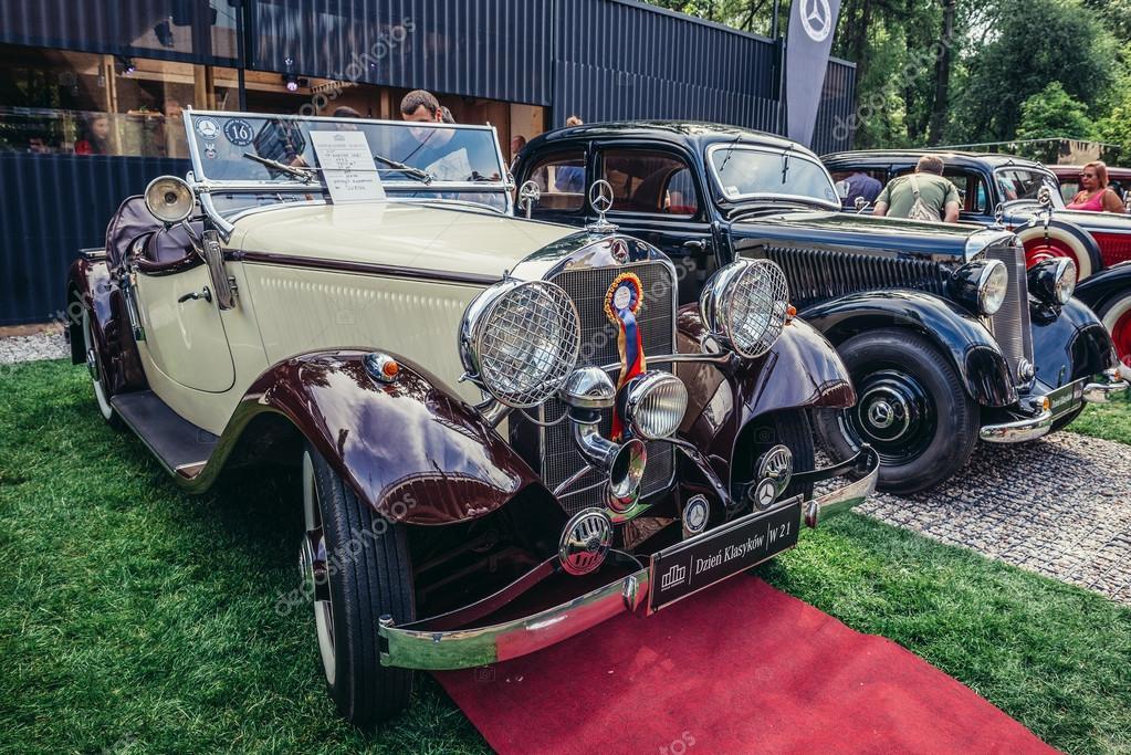 Old cars show – Stock Editorial Photo © fotokon #111721850