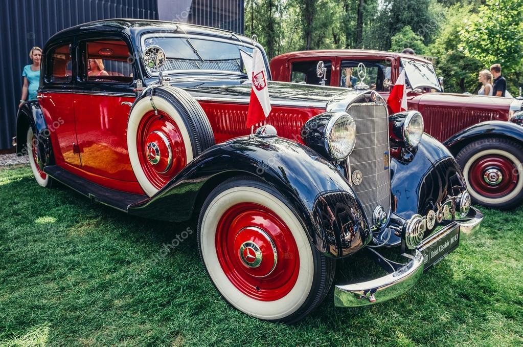 Old cars show – Stock Editorial Photo © fotokon #111721876