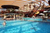Bazén a staré lodi, v aquaparku