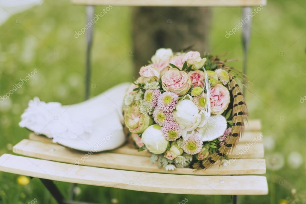 Reiten Braut In Der Wiese Stockfoto C Runzelkorn 113645012