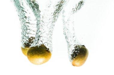 kiwi fruits fall deeply under water