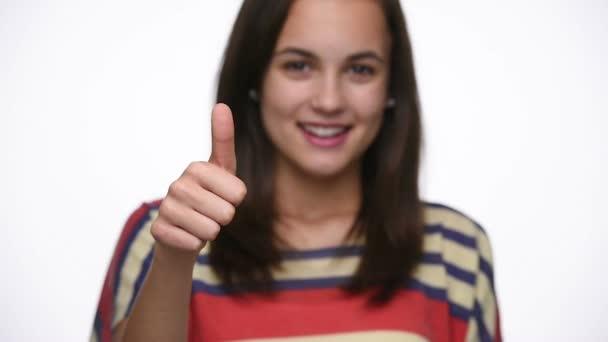 Nosič focus dospívající dívka ukazuje palec
