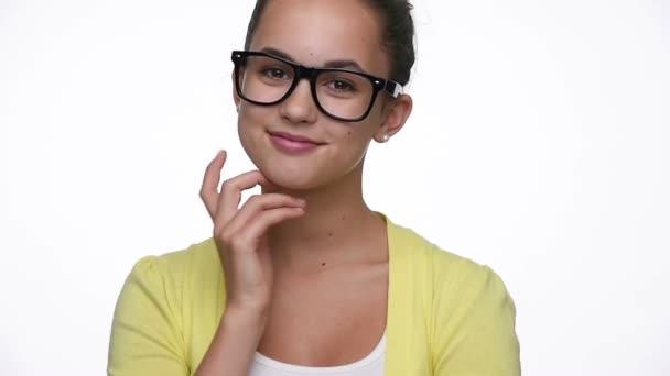 Schöne Junge Hipster Mädchen Mit Brille Stockvideo