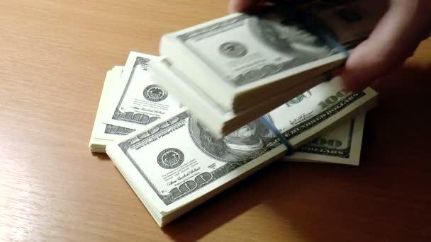 bankovky dolarů