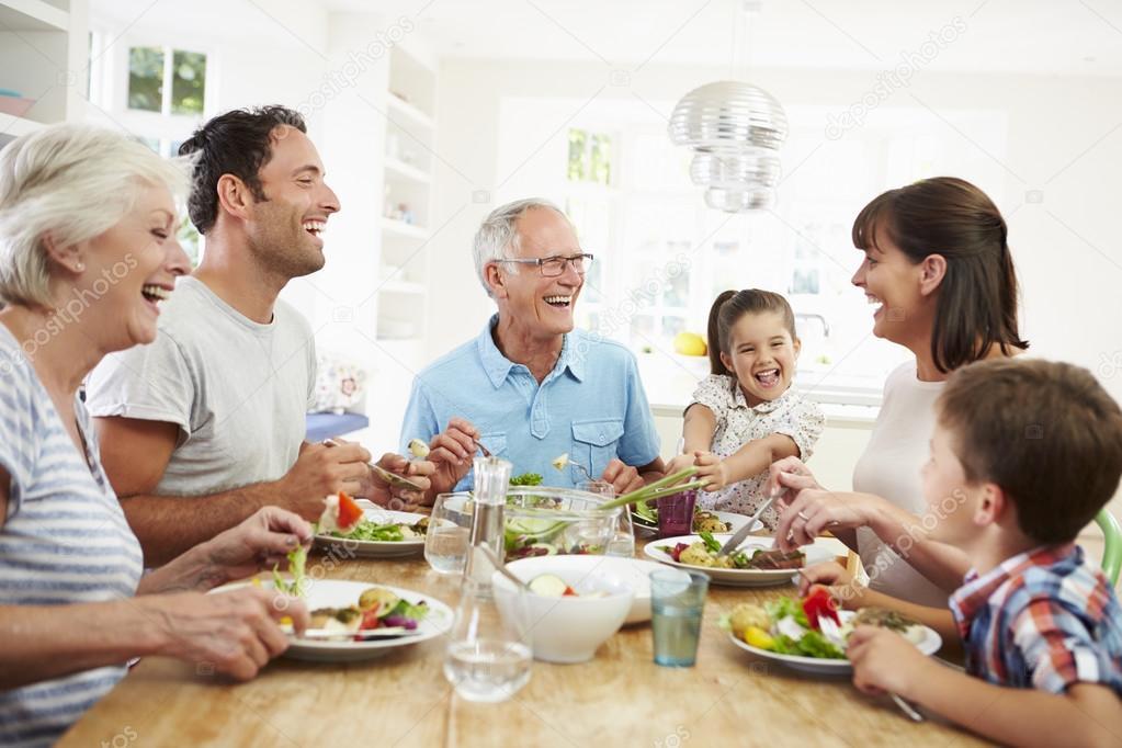 """Képtalálat a következőre: """"két generációs család az asztal körül"""""""