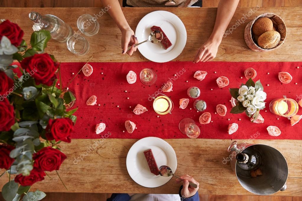 Romantisch Zu Zweit Am Valentinstag Essen Stockfoto