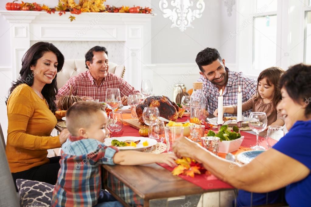 family eating thanksgiving dinner - HD1600×1067