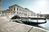Fotografie tradiční gondole na Canal Grande, San Marco, Benátky, Itálie
