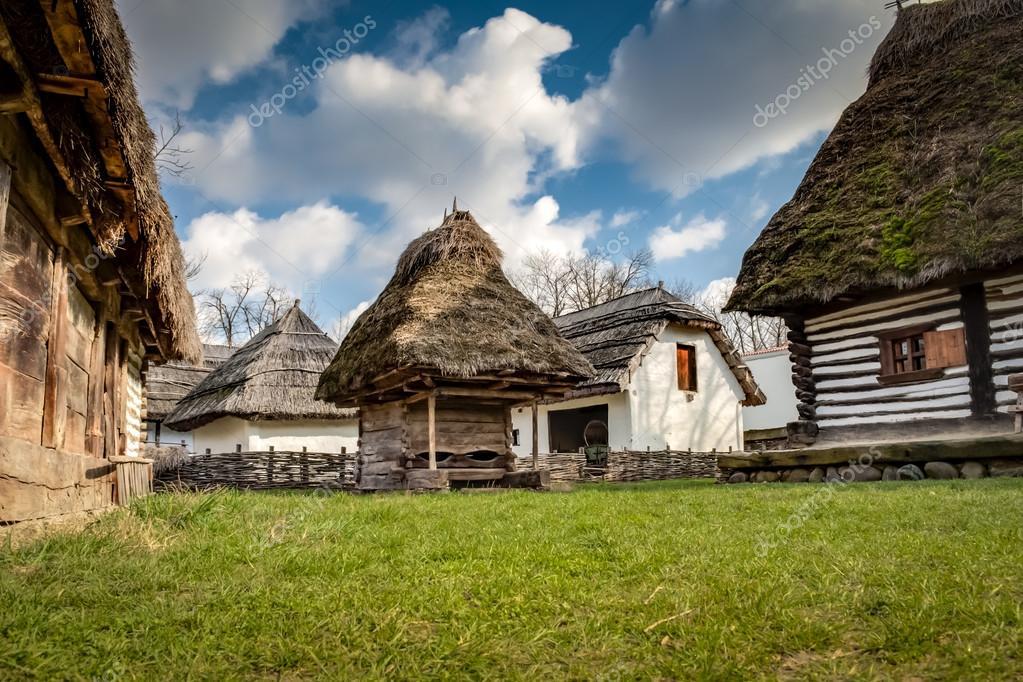Case In Legno Romania : Case di legno rustiche u foto stock moussa