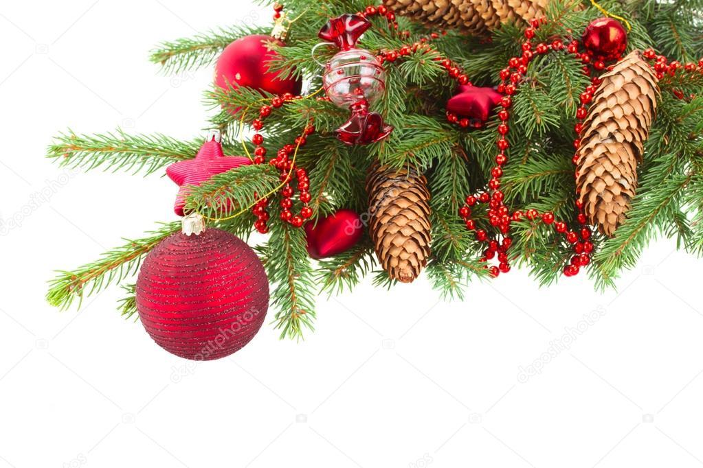 Kerstdecoraties Met Rood : Groenblijvende boom met rode kerstversiering en kegels u stockfoto
