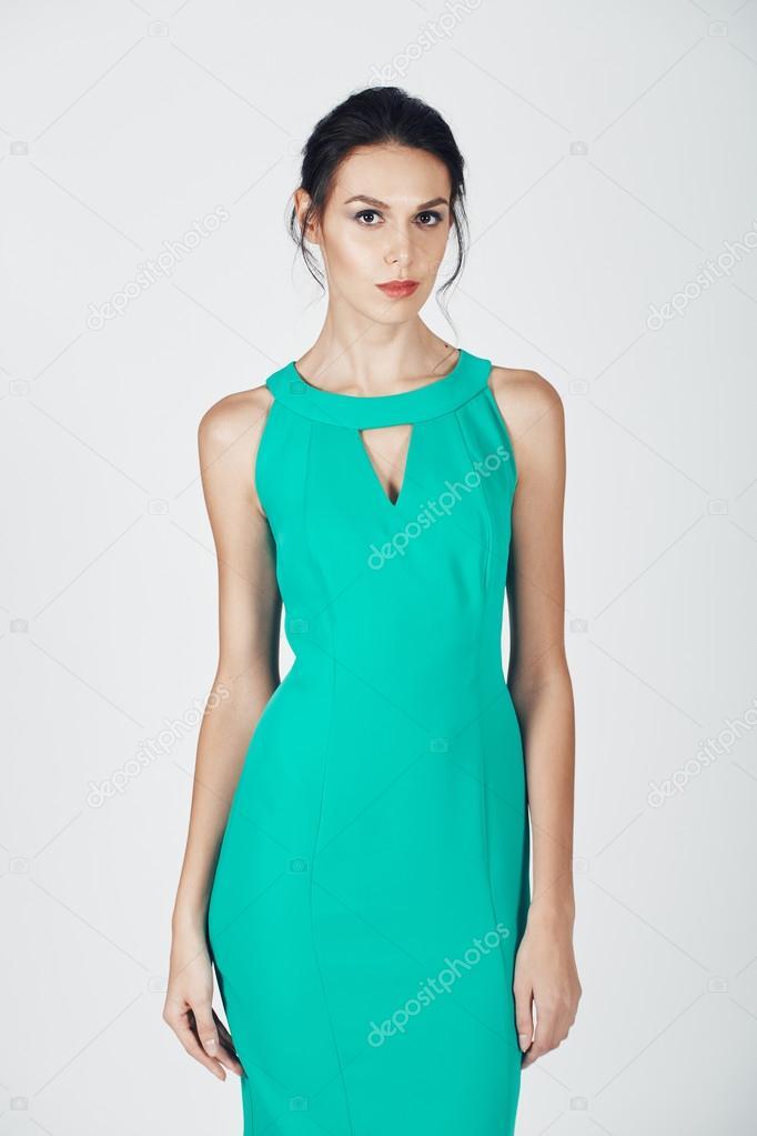 Foto De Moda De Mujer Joven Magnífica Con Un Vestido Color