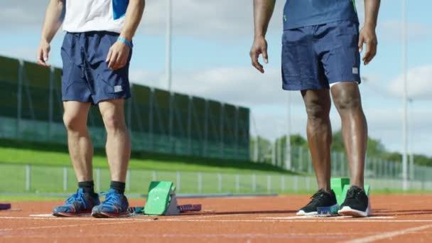 sportovci se dostat do pozice na běžecké dráhy