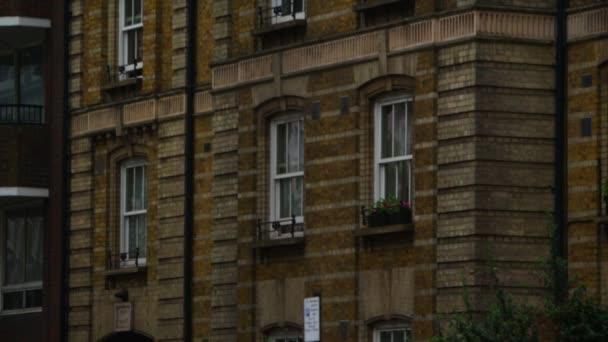 Windows dobovém městském domě v Londýně