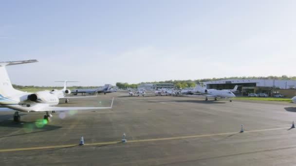 Letecký pohled na Kalifornské letiště