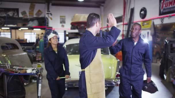 mechanika v garáži workshop