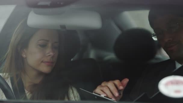 Žena se nezdaří její řidičské zkoušky