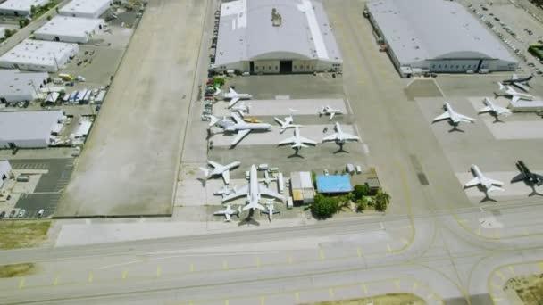 letadla a letiště budov