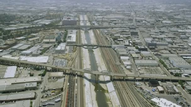 auta jedoucí na Kalifornské silniční