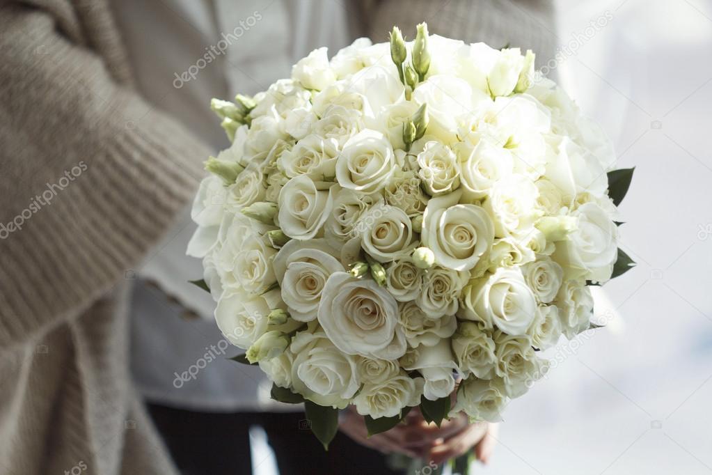 Bild Der Hochzeitsstrauss Weisse Rosen Stockfoto C Seanika 69223121