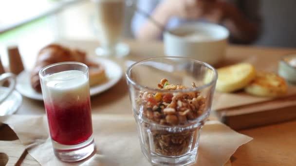 Snídaně v Cafe, káva a dezert