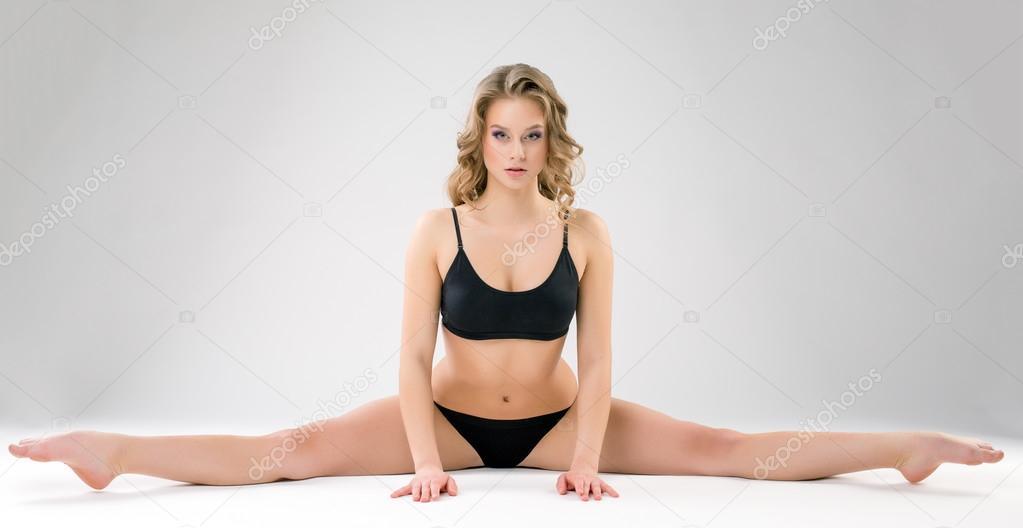 Charming young woman doing gymnastic splits — Stock Photo ...