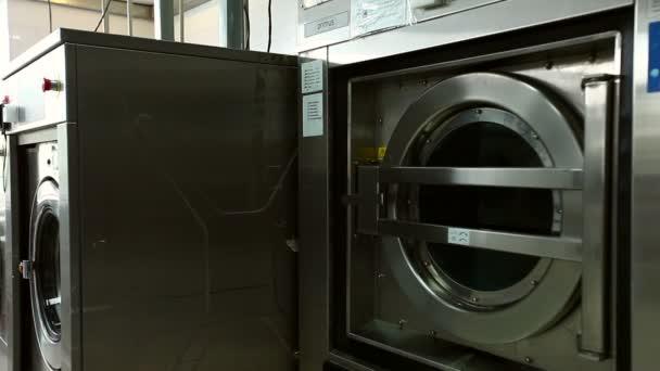 Csörgő dob a közeli mosógép