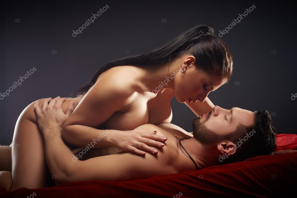 Пози и поцелуи смотреть интимные