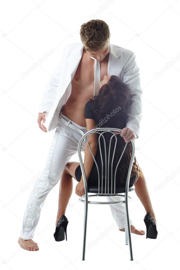 Сидя На Стуле Мужчина Наслаждался, Как Девушка С Маленькими Сиськами, Страстно Отсасывала Его Член Смотреть