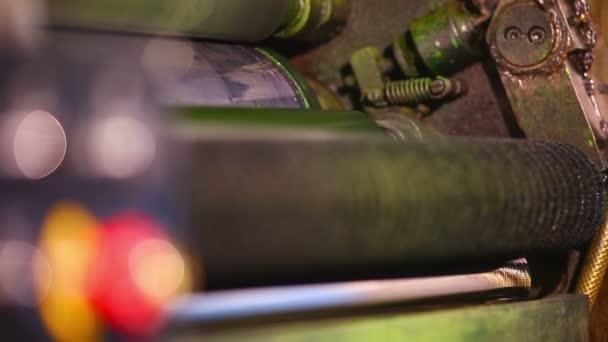 Close-up detail typografie stroje a tlačítko