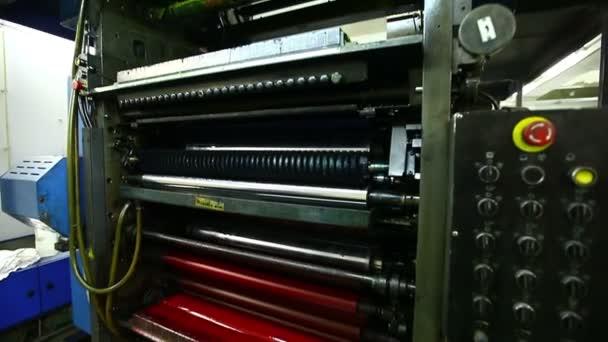 noviny typografie stroj barevný váleček detail