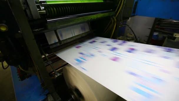 Print shop typografie stroje pracují s cmyk