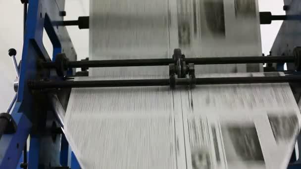 černobílé noviny výrobní linka