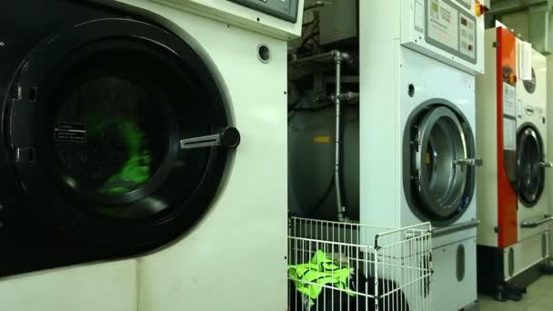 Kilátás működő mosoda mosógép