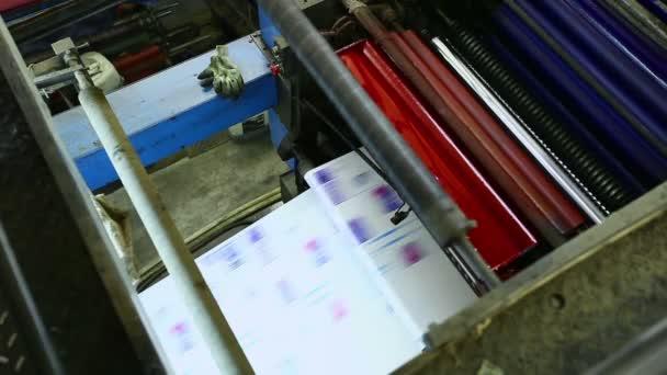 Nastavit tiskový stroj detailu barvy cmyk