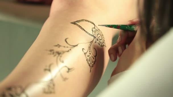 Mehandi. Kilátás a mester rajz modellek lábát