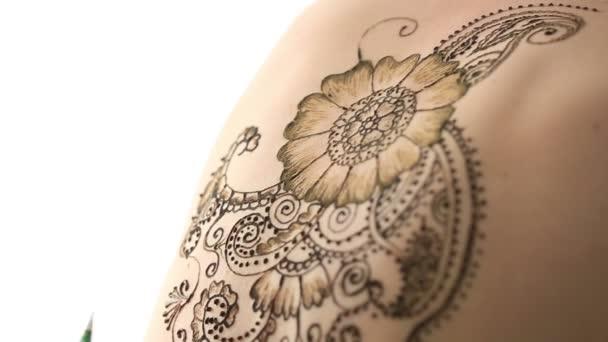 Közeli kép a henna festés, test. Mehndi art
