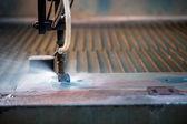 Obrázek účinné metody řezání kovu - řezání vodním paprskem