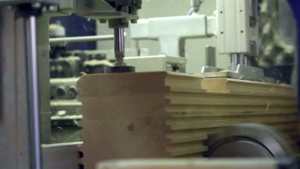 Řezání ve tvaru dřeva na pile