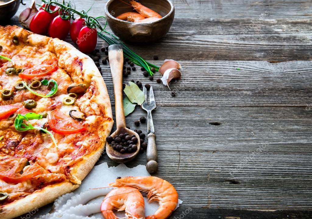 tasty seafood pizza